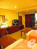 サムイ島 チョンモーンビーチのホテル : ザ ホワイト ハウス ビーチリゾート アンド スパ(The White House Beach Resort & Spa)のスーペリアルームの設備 Bedroom