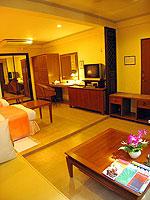 サムイ島 チョンモーンビーチのホテル : ザ ホワイト ハウス ビーチリゾート アンド スパ(The White House Beach Resort & Spa)のスーペリアルームの設備 Living Area