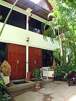 サムイ島 チョンモーンビーチのホテル : ザ ホワイト ハウス ビーチリゾート アンド スパ(The White House Beach Resort & Spa)のスーペリアルームの設備 Entrance
