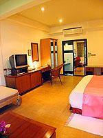 サムイ島 チョンモーンビーチのホテル : ザ ホワイト ハウス ビーチリゾート アンド スパ(The White House Beach Resort & Spa)のデラックスルームの設備 Bedroom