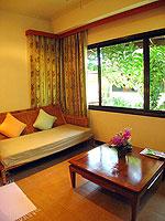 サムイ島 チョンモーンビーチのホテル : ザ ホワイト ハウス ビーチリゾート アンド スパ(The White House Beach Resort & Spa)のデラックスルームの設備 Living Area