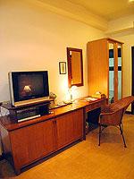サムイ島 チョンモーンビーチのホテル : ザ ホワイト ハウス ビーチリゾート アンド スパ(The White House Beach Resort & Spa)のデラックスルームの設備 TV