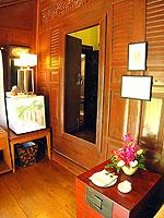 サムイ島 チョンモーンビーチのホテル : ザ ホワイト ハウス ビーチリゾート アンド スパ(The White House Beach Resort & Spa)の チョンドゥアン/チョンダオ スイートルームの設備 Living Area