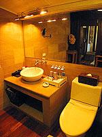 サムイ島 チョンモーンビーチのホテル : ザ ホワイト ハウス ビーチリゾート アンド スパ(The White House Beach Resort & Spa)の チョンドゥアン/チョンダオ スイートルームの設備 Bath Room