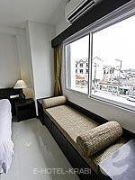クラビ クラビタウンのホテル : ザ ホワイト パール ホテル(The White Pearl Hotel)のスーペリアルームの設備 Sitting Area