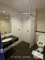 クラビ クラビタウンのホテル : ザ ホワイト パール ホテル(The White Pearl Hotel)のスーペリアルームの設備 Bathroom