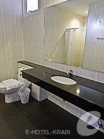 クラビ クラビタウンのホテル : ザ ホワイト パール ホテル(The White Pearl Hotel)のデラックスルームの設備 Bathroom