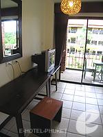 プーケット カオラックのホテル : トニー ロッジ(Tony Lodge)のスタンダード ルームルームの設備 Writing Desk Double Bed