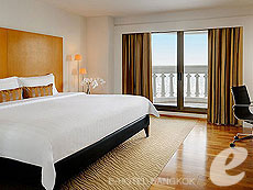 バンコク カップル&ハネムーンのホテル : タワー クラブ アット ルブア(Tower Club at lebua)のお部屋「タワークラブシティービュースイート」