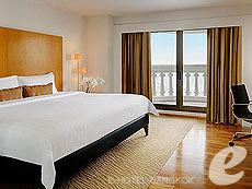 バンコク カップル&ハネムーンのホテル : タワー クラブ アット ルブア(Tower Club at lebua)のお部屋「タワークラブリバービュースイー」