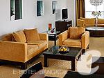バンコク カップル&ハネムーンのホテル : タワー クラブ アット ルブア(Tower Club at lebua)のラグジュアリー スイート 2ベッドルームルームの設備 Living Room