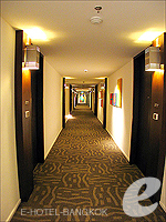 Corridor : Triple Two Silom, Silom Sathorn, Phuket