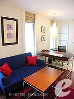 バンコク シーロム・サトーン周辺のホテル : トリプル トゥー シーロム(Triple Two Silom)のデラックス(シングル)ルームの設備 Living Area