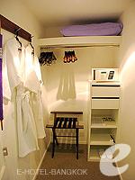 バンコク シーロム・サトーン周辺のホテル : トリプル トゥー シーロム(Triple Two Silom)のデラックス(シングル)ルームの設備 Walk-in Closet
