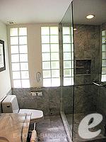 バンコク シーロム・サトーン周辺のホテル : トリプル トゥー シーロム(Triple Two Silom)のデラックス(シングル)ルームの設備 Bathroom