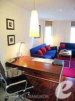 バンコク シーロム・サトーン周辺のホテル : トリプル トゥー シーロム(Triple Two Silom)のジュニア スイートルームの設備 Writing Desk