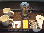 プーケット 20,000円以上のホテル : ツインパームス プーケット(Twinpalms Phuket)のデラックス パームルームの設備 Tea & Coffee Set