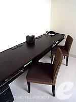 プーケット 20,000円以上のホテル : ツインパームス プーケット(Twinpalms Phuket)のデプレックス プール スイート 2ベッドルーム(レジデンス)ルームの設備 Desk