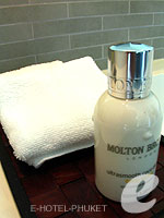 プーケット 10,000~20,000円のホテル : ツインパームス プーケット(Twinpalms Phuket)のデプレックス プール スイート 2ベッドルーム(レジデンス)ルームの設備 Bath Amenities