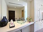プーケット ファミリー&グループのホテル : ヴィラ アマンジ(Villa Amanzi)の3ベッドルームルームの設備 Bathroom