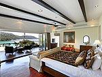 プーケット ファミリー&グループのホテル : ヴィラ アマンジ(Villa Amanzi)の4ベッドルームルームの設備 Master Bedroom