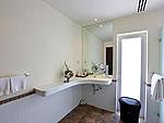 プーケット ファミリー&グループのホテル : ヴィラ アマンジ(Villa Amanzi)の4ベッドルームルームの設備 Bathroom