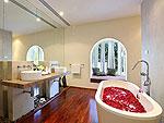 プーケット ファミリー&グループのホテル : ヴィラ アマンジ(Villa Amanzi)の5ベッドルームルームの設備 Bathroom