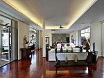 プーケット ファミリー&グループのホテル : ヴィラ アマンジ(Villa Amanzi)の5ベッドルームルームの設備 Living Room
