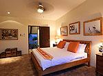 プーケット ファミリー&グループのホテル : ヴィラ アマンジ(Villa Amanzi)の6ベッドルームルームの設備 Fourth Room