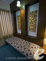 バンコク 王宮・カオサン周辺のホテル : ヴィラ チャチャ(Villa Cha Cha)のジュニア クイーンルームの設備 Sitting Area