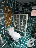 バンコク 王宮・カオサン周辺のホテル : ヴィラ チャチャ(Villa Cha Cha)のロイヤル クイーンルームの設備 Bath Room