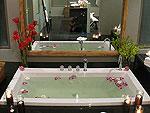 プーケット ファミリー&グループのホテル : ヴィラ チャン グラジャング(Villa Chan Grajang)の6ベッドルームルームの設備 Bathroom