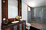 プーケット スリンビーチのホテル : ヴィラ ラク タワン(Villa Rak Tawan)の2ベッドルームルームの設備  Fifth Room英語