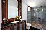 プーケット スリンビーチのホテル : ヴィラ ラク タワン(Villa Rak Tawan)の3ベッドルームルームの設備  Fifth Room英語