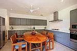 プーケット スリンビーチのホテル : ヴィラ ラク タワン(Villa Rak Tawan)の3ベッドルームルームの設備 Dining Area