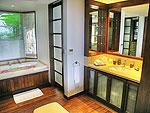 プーケット スリンビーチのホテル : ヴィラ ラク タワン(Villa Rak Tawan)の4ベッドルームルームの設備 Bathroom