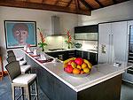 プーケット スリンビーチのホテル : ヴィラ ラク タワン(Villa Rak Tawan)の5ベッドルームルームの設備 Kitchen