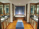 プーケット スリンビーチのホテル : ヴィラ ラク タワン(Villa Rak Tawan)の6ベッドルームルームの設備 Bathroom