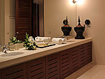 プーケット ファミリー&グループのホテル : ヴィラ サマキー(Villa Samakee)の1ベッドルームルームの設備 Bathroom