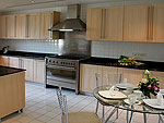 プーケット ファミリー&グループのホテル : ヴィラ サマキー(Villa Samakee)の1ベッドルームルームの設備 Kitchen