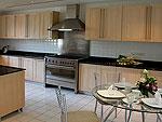 プーケット ファミリー&グループのホテル : ヴィラ サマキー(Villa Samakee)の4ベッドルームルームの設備 Kitchen