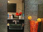 プーケット ファミリー&グループのホテル : ヴィラ イン(Villa Yin)の1ベッドルームルームの設備 Bath Room