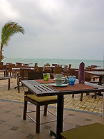 Beachside Restaurant : Weekender Resort, Serviced Villa, Phuket