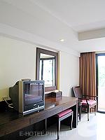 プーケット 5,000円以下のホテル : ココテル プーケット パトン(Kokotel Phuket Patong)のデラックスルームの設備 Writing Desk