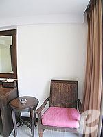 プーケット 5,000円以下のホテル : ココテル プーケット パトン(Kokotel Phuket Patong)のデラックスルームの設備 Sitting Area