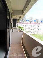 プーケット 5,000円以下のホテル : ココテル プーケット パトン(Kokotel Phuket Patong)のデラックスルームの設備 Balcony