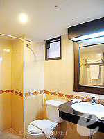 プーケット 5,000円以下のホテル : ココテル プーケット パトン(Kokotel Phuket Patong)のデラックスルームの設備 Bath Room