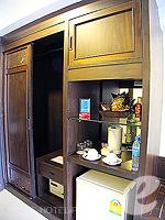 プーケット 5,000円以下のホテル : ココテル プーケット パトン(Kokotel Phuket Patong)のデラックス(ルームオンリー)ルームの設備 Closet