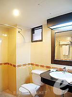 プーケット 5,000円以下のホテル : ココテル プーケット パトン(Kokotel Phuket Patong)のデラックス(ルームオンリー)ルームの設備 Bath Room
