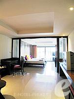 プーケット 5,000円以下のホテル : ココテル プーケット パトン(Kokotel Phuket Patong)のロイヤル スイート(ルームオンリー)ルームの設備 Living Area